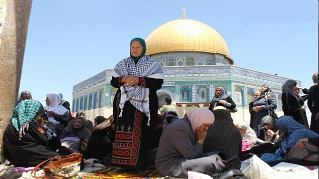 july-12-2013-first-friday-of-ramadan-prayers-at-al-aqsa-palestine-photo-by-qudsnet-7.jpg