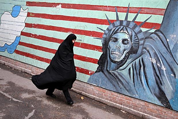 topshots-iran-us-politics-a.jpg