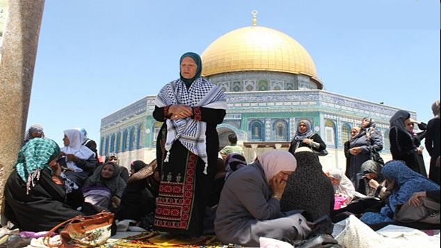 july-12-2013-first-friday-of-ramadan-prayers-at-al-aqsa-palestine-photo-by-qudsnet-7.jpg