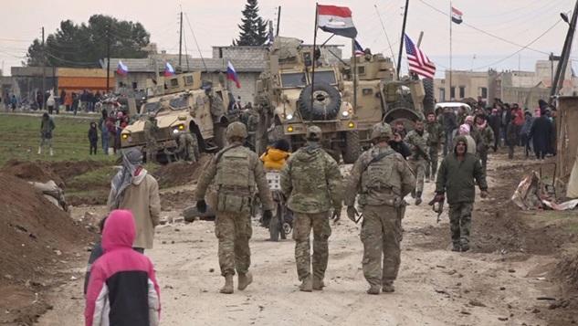 Suriye halk direnişi Amerikan güçlerini Fırat'ın doğusundan sepetliyor mu?