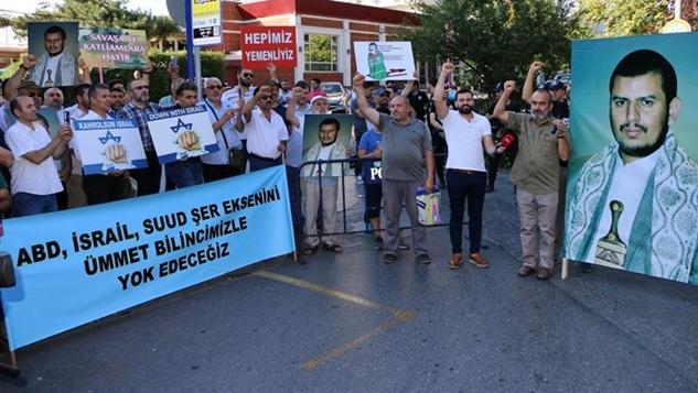 Suud destekli Arap medyası İstanbul'da Husi liderlerin posterlerinin yer aldığı gösterilerden rahatsız