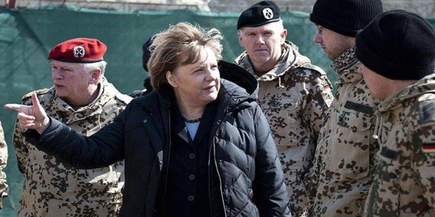 Alman hükumeti Suriye'ye askeri müdahaleye hazırlanıyor