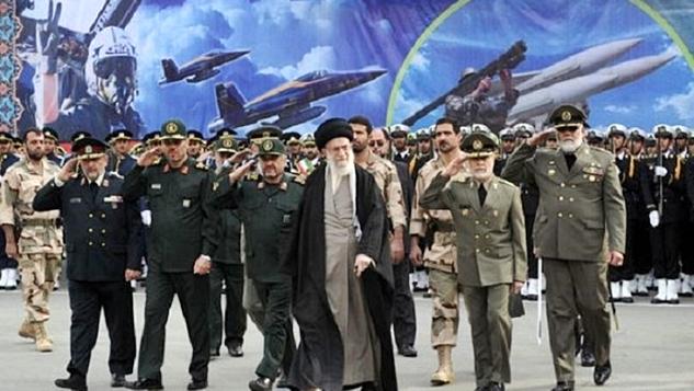 İran'ın şahinleri güçlü pençelerini Batı'ya gösterdi