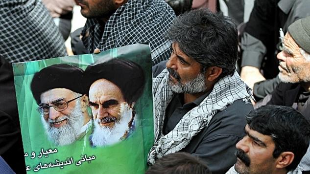 İran İslam Cumhuriyeti'nde liderlik ve liderin konumu