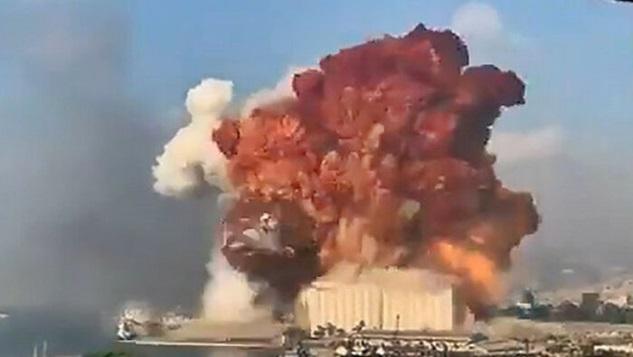 Lübnan'da meydana gelen büyük patlama... Ardında ABD mi var? width=